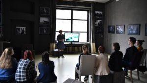 Находить подходы к людям с инвалидностью научили волонтеров-новичков в Вологде