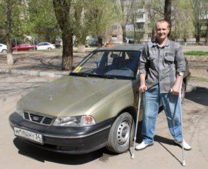 50‑летний Виталий Ушаков исколесил на своем авто полстраны. А ведь сразу после аварии шансы на то, что мужчина научится передвигаться даже на костылях, стремились к нулю.
